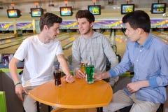 Traîner au centre de bowling Photo stock