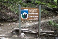 Traînez au parc national de Torres del Paine, Patagonia chilien, Chili image stock