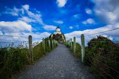 Traînez au phare de point de pépite dans Otago, Nouvelle-Zélande photos libres de droits