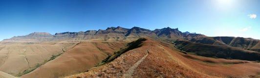 Traînez dans les montagnes Photographie stock libre de droits
