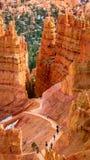 Traînez par les porte-malheur en Bryce Canyon, Utah Photographie stock libre de droits