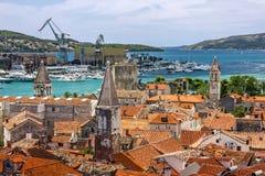 Traù, Croazia, vista panoramica della città, destinati turistico croato Immagini Stock
