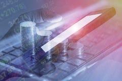 Tra móvil en línea de las actividades bancarias de acción del intercambio financiero móvil del mercado Fotografía de archivo libre de regalías
