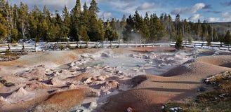 Tra?n?e de pot de peinture de fontaine, parc national de Yellowstone photographie stock