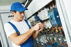 Trabajador adulto del ingeniero del electricista Imagen de archivo