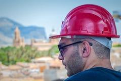 Trabajador con el casco de seguridad en Palermo Fotografía de archivo libre de regalías