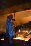 Trabajador de acero en planta fotografía de archivo libre de regalías