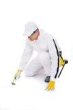 Trabajador de construcción con el suelo de la paleta Fotos de archivo libres de regalías