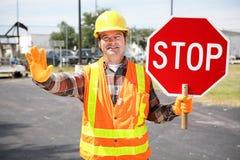 Trabajador de construcción con la muestra de la parada Imágenes de archivo libres de regalías