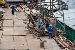 Trabajador de construcción de la gente en el emplazamiento de la obra Fotos de archivo libres de regalías