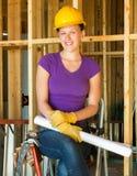 Trabajador de construcción de la mujer joven Foto de archivo