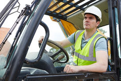 Trabajador de construcción Driving Digger foto de archivo