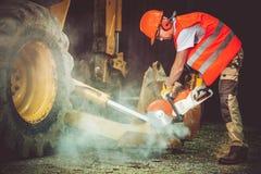 Trabajador de construcción en la acción Imagen de archivo libre de regalías