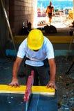 Trabajador de construcción en un sitio del trabajo Fotografía de archivo libre de regalías
