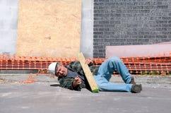 Trabajador de construcción herido en el sitio de trabajo Imagen de archivo libre de regalías