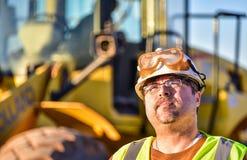 Trabajador de construcción Looking Up Imágenes de archivo libres de regalías