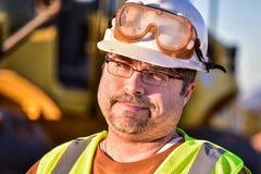 Trabajador de construcción sarcástico Foto de archivo libre de regalías