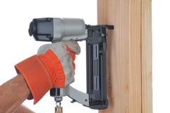 Trabajador de construcción y arma del clavo imagen de archivo