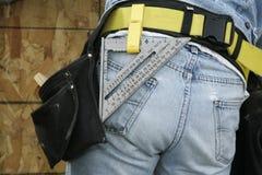 Trabajador de construcción y correa de la herramienta Imagen de archivo libre de regalías