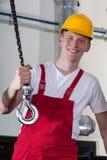Trabajador de construcción y equipo de elevación Fotografía de archivo libre de regalías