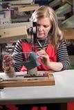 Trabajador de costura imagen de archivo libre de regalías