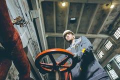 Trabajador de la central eléctrica Imágenes de archivo libres de regalías