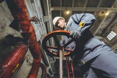 Trabajador de la central eléctrica Imagenes de archivo