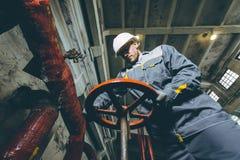Trabajador de la central eléctrica Foto de archivo libre de regalías