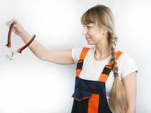 Trabajador de la muchacha con la herramienta Fotografía de archivo libre de regalías