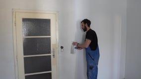 Trabajador de la pintura de la pared metrajes