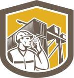 Trabajador de muelle en el escudo de la yarda del envase del teléfono Foto de archivo