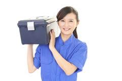 Trabajador de sexo femenino sonriente Foto de archivo libre de regalías