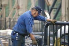 Trabajador del aceite en Torrance, CA fotografía de archivo libre de regalías