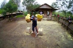 Trabajador del azufre Fotos de archivo