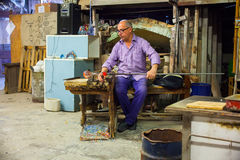 Trabajador del horno de Murano Fotos de archivo libres de regalías