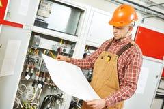 Trabajador del ingeniero del electricista Foto de archivo libre de regalías