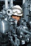 Trabajador del petróleo y gas con maquinaria Imágenes de archivo libres de regalías
