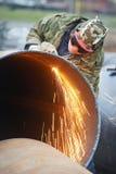 Trabajador del soldador con el cortador de la antorcha de la llama Fotos de archivo