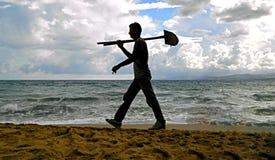 Trabajador en la playa Foto de archivo libre de regalías