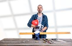 Trabajador en madera azul del sawing de la camisa Fotografía de archivo