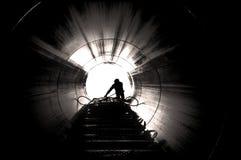 Trabajador en sitio industrial foto de archivo libre de regalías