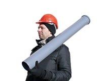 Trabajador en un casco anaranjado con el tubo de alcantarilla en su mano Imagen de archivo libre de regalías