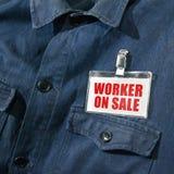 Trabajador en venta en la chaqueta del trabajador Imagen de archivo libre de regalías
