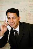 Trabajador feliz en el teléfono imágenes de archivo libres de regalías
