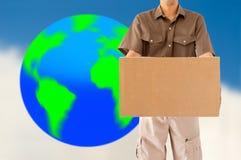 Trabajador global de la entrega del paquete Fotos de archivo libres de regalías