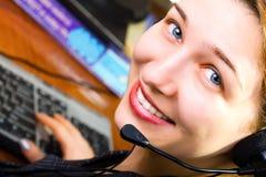 Trabajador hermoso de la hembra del servicio de atención al cliente imagenes de archivo