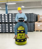 Trabajador industrial divertido, formación laboral Imagen de archivo