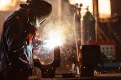 Trabajador industrial en la fábrica fotos de archivo libres de regalías