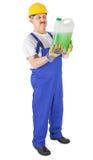 Trabajador manual con el líquido verde Imagen de archivo
