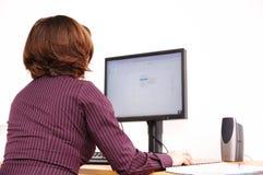 Trabajador no manual en el ordenador Fotografía de archivo